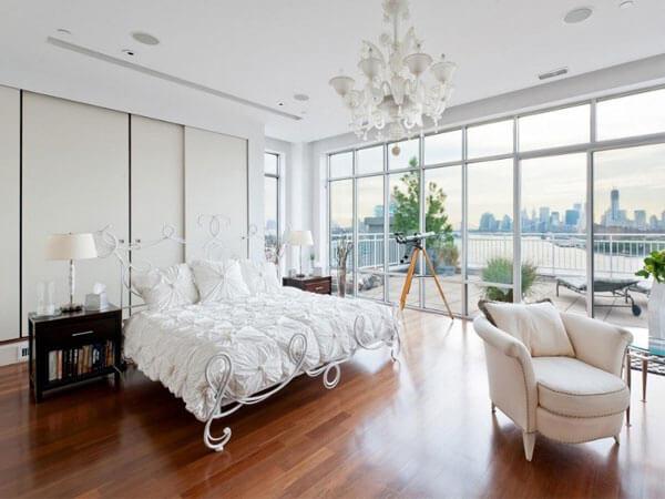 آراستن پنجره های اتاق خواب شیک و زیبا