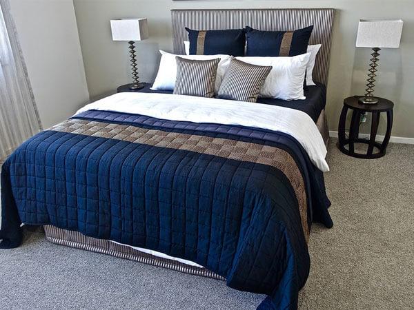 تخت با رنگ گرم و دلنشین در نظر گرفتن فضای مناسب برای تخت خواب چند نکته مهم در چیدمان اتاق خواب