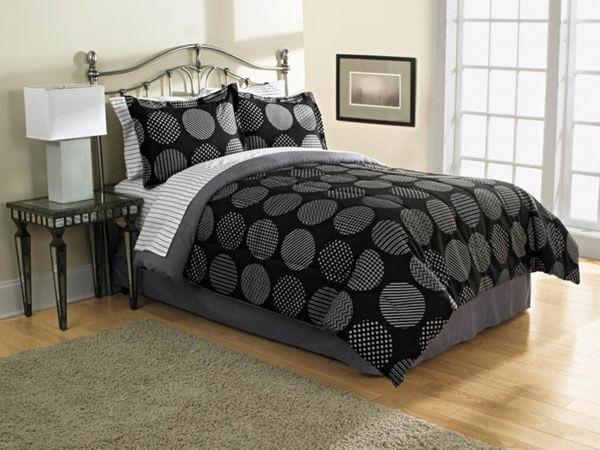 اتاق خواب با رنگ متفاوت ایجاد یک نقطه کانونی