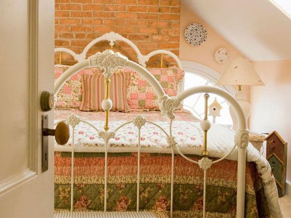 تخت زیبا فرفوژه ایجاد یک نقطه کانونی