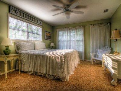 رنگ سبز در دکوراسیون اتاق خواب
