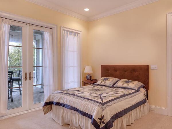 تخت خواب دو نفره ایجاد یک نقطه کانونی دارای ویو مناسب