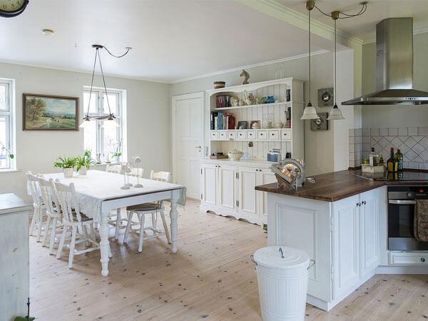 دیزاین آشپزخانه با رنگ روشن