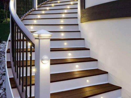 نورپردازی در قسمت پیشانی پله ها نورپردازی پله دوبلکس