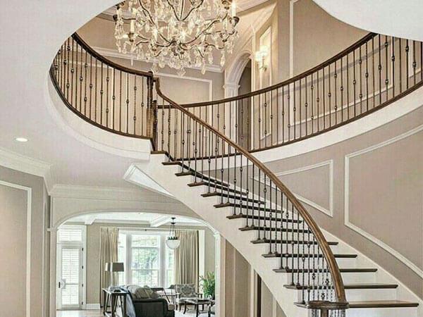 پله با نرده فلزی در خانه دوبلکس