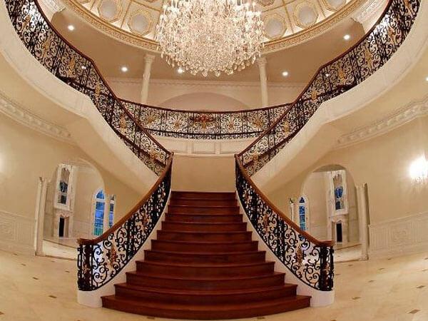 پله دو طرفه با نرده های زیبا