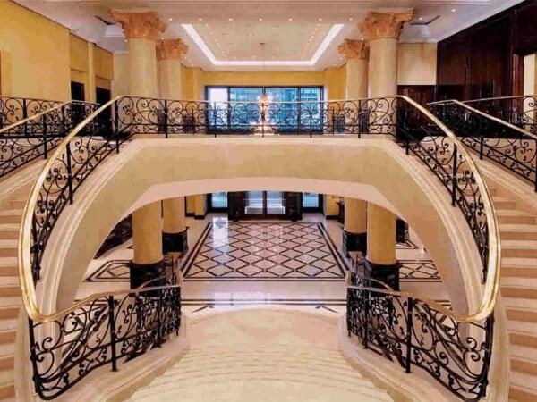 طراحی جذاب در پلههای ساختمان