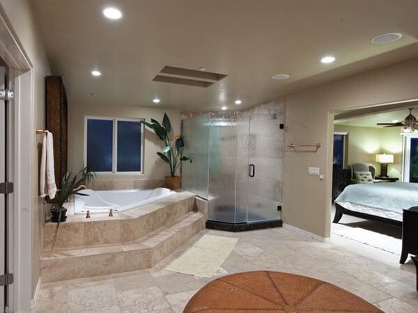 اتاق خواب مستر مجهز به حمام و وانجکوزی مدرن