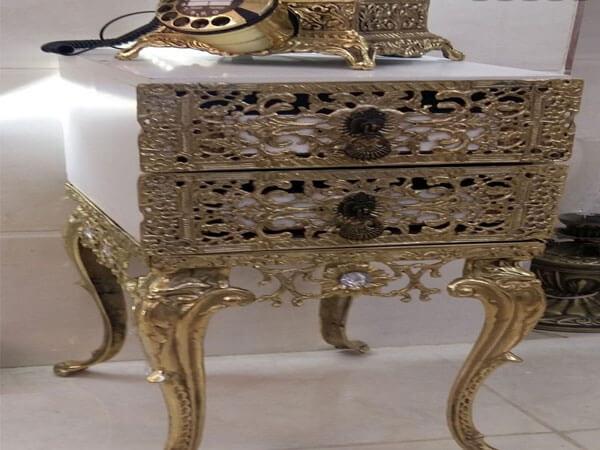 میز مشبک کاری زیبا اگر میز تلفن دارای طبقات متعدد است