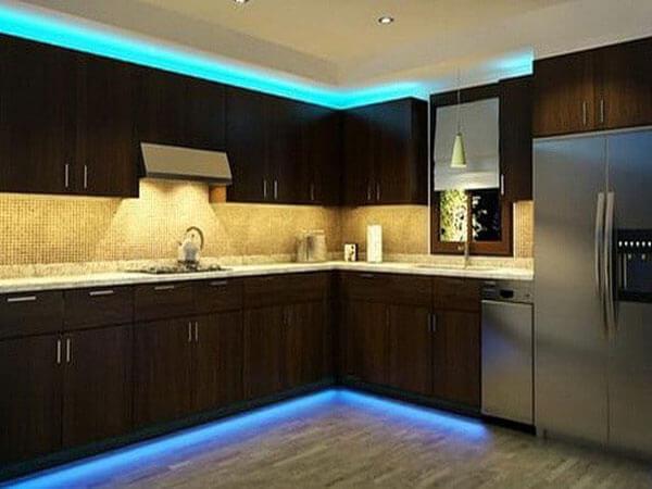 نورپردازی نور مخفی در کابینت آشپزخانه