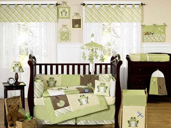 دکور اتاق نوزاد با رنگ سبز تزئین دیوار