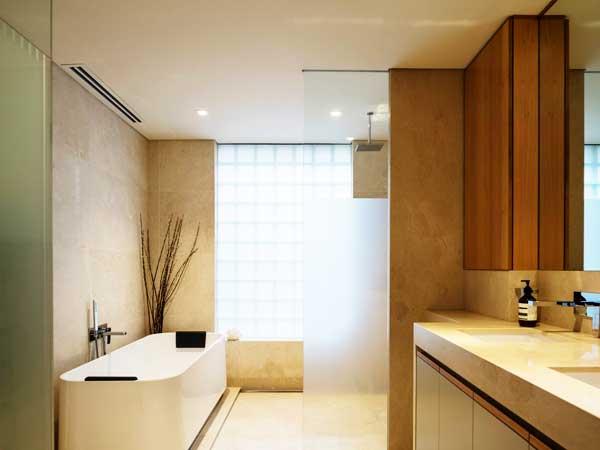 مدل حمامهای جدید نصب جالباسی و جا حولهسبک مدرن