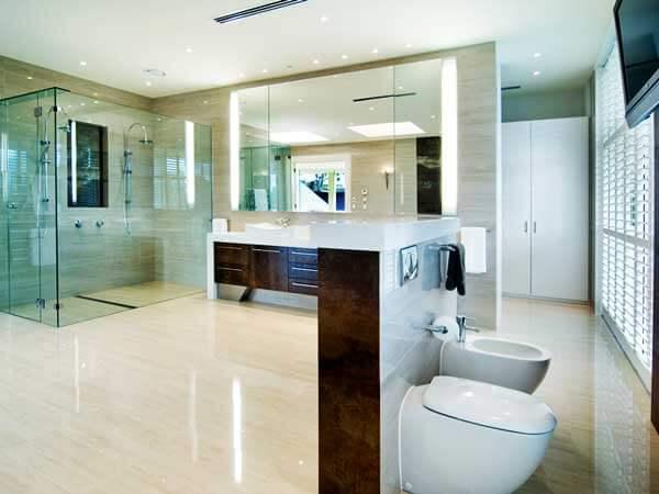 مدل حمامهای جدید نصب جالباسی و جا حولهبسیار بزرگ و شیک