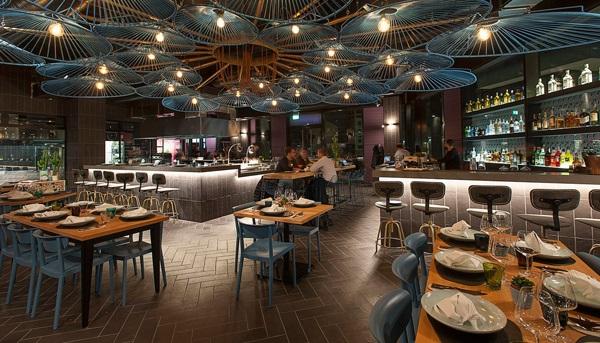 نوع طراحی که برای سقف و دیوارهای رستوران انجام می گیرد: