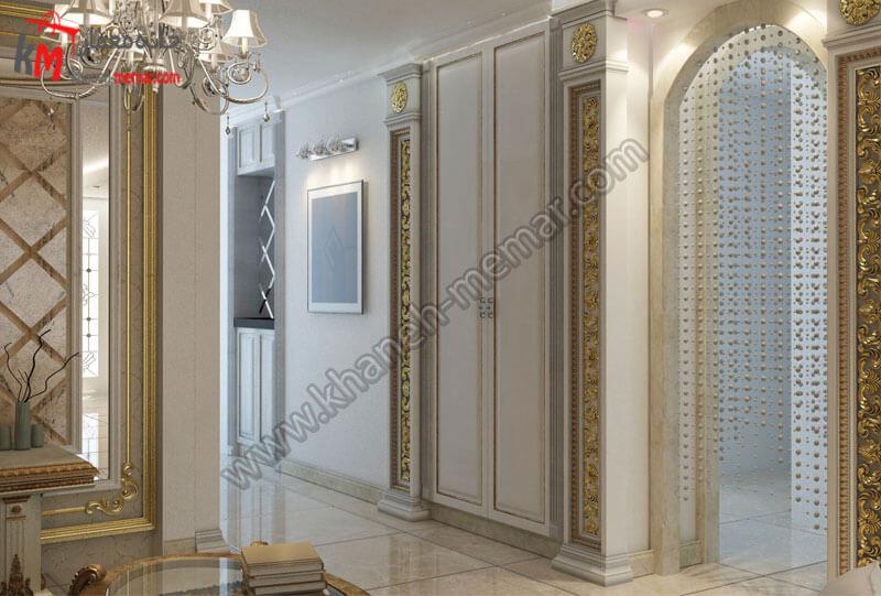 طراحی دکور با ستون هایی به به سبک کلاسیک با رنگ های طلایی و سفید به همراه لوستر و هالوژن .