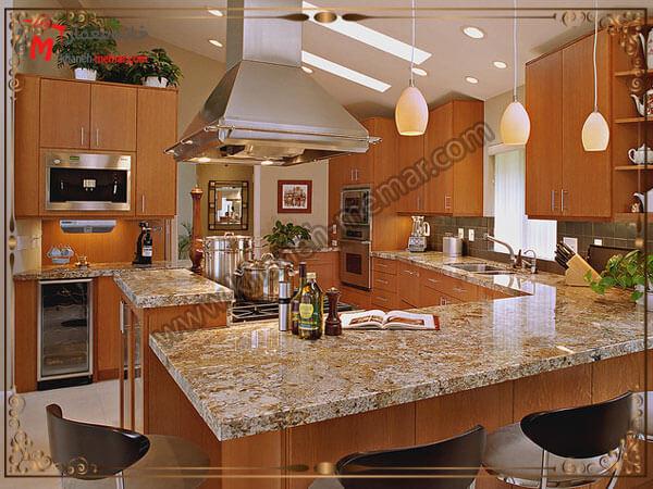 نمایی زیبا از آشپزخانه جنس لوستر آشپزخانه و میزان روشنایی آن باید استاندارد باشد