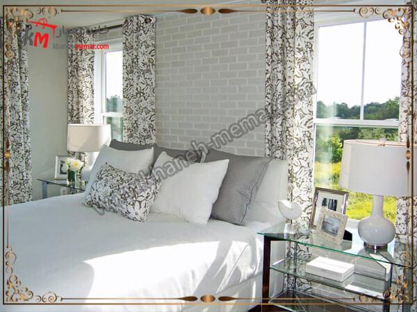 دیوار اجری بالای تخت خواب