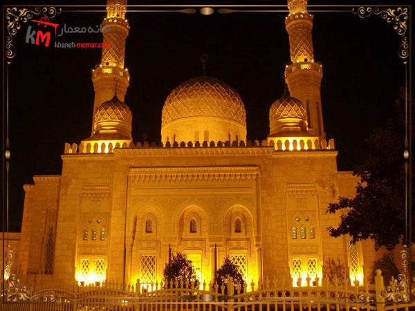 نمای بیرونی مسجد با دید در شب